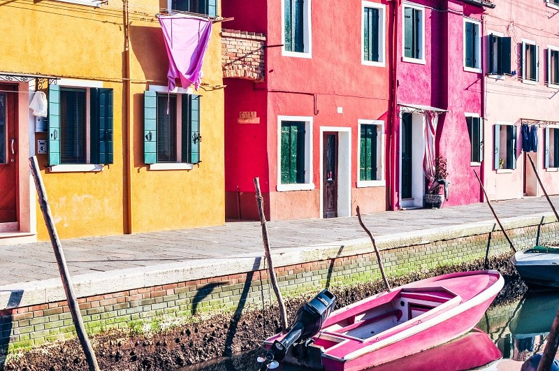 Burano canal buildings