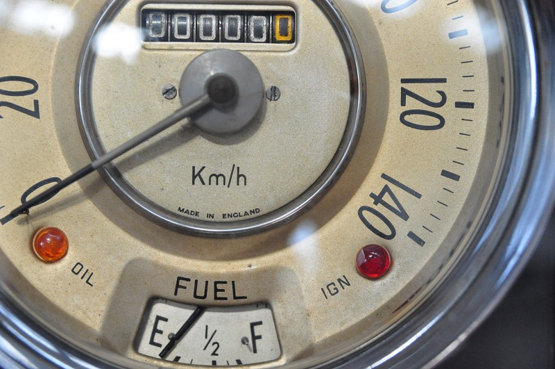 Detail car speed indicator