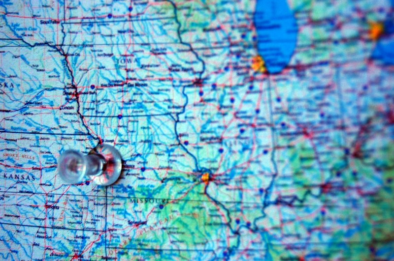 Red pin on the border between Kansas and Missouri