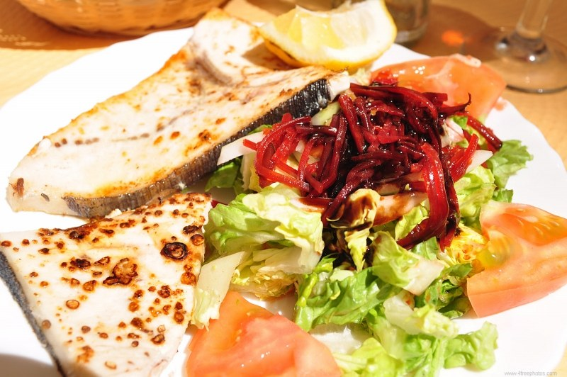 Grilled fish with salad