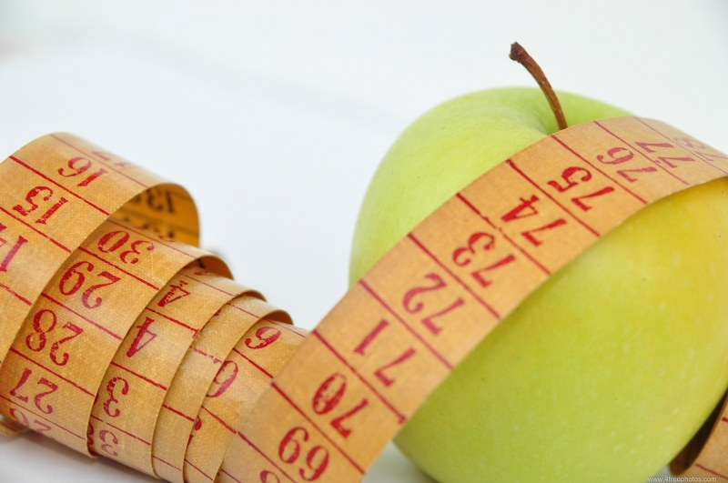 Measuring green apple