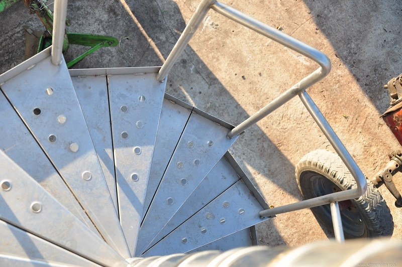 Metal iron spiral steps