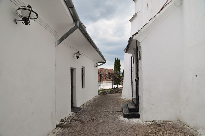 Narrow street with white walls
