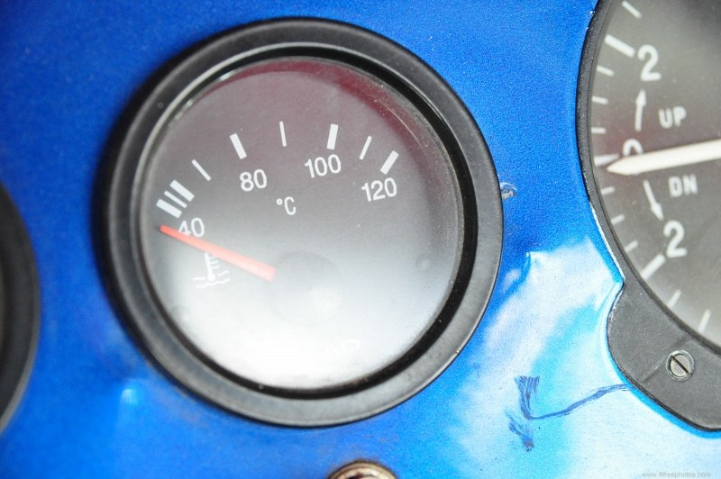 Oil temperature indicator