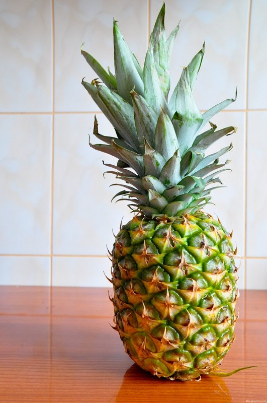 Ananas auf Tabelle