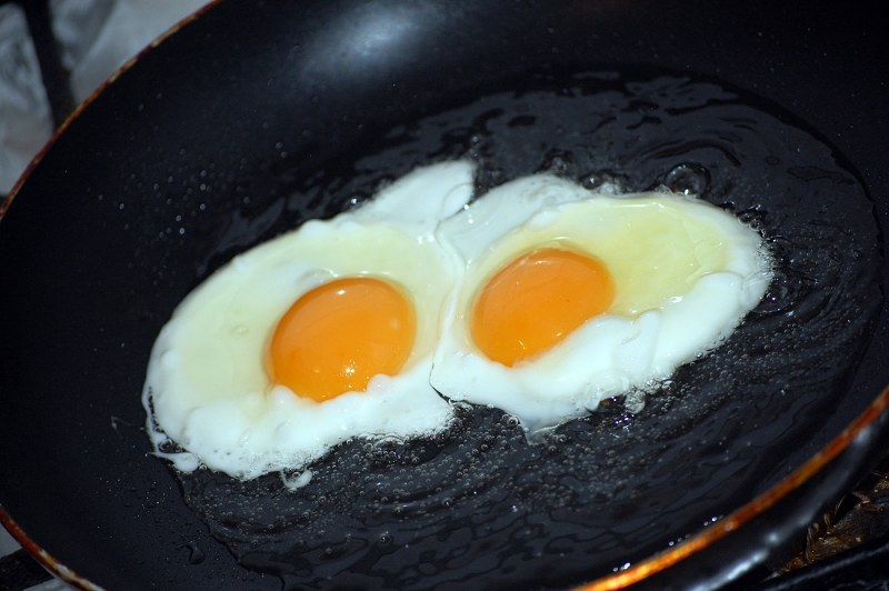 Eggs in pan