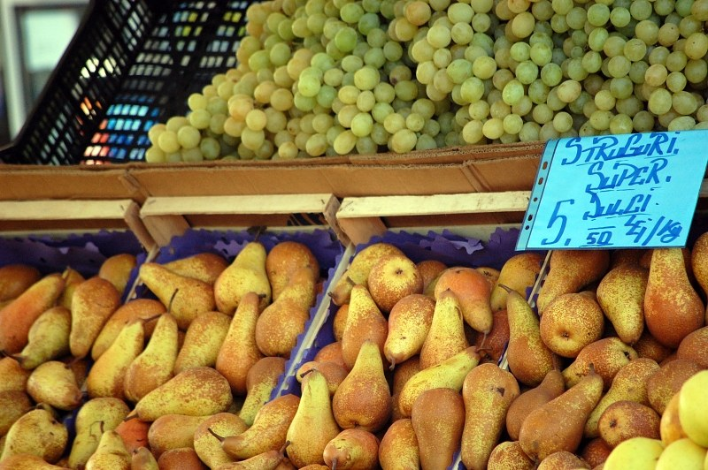 Pears and grapes in market