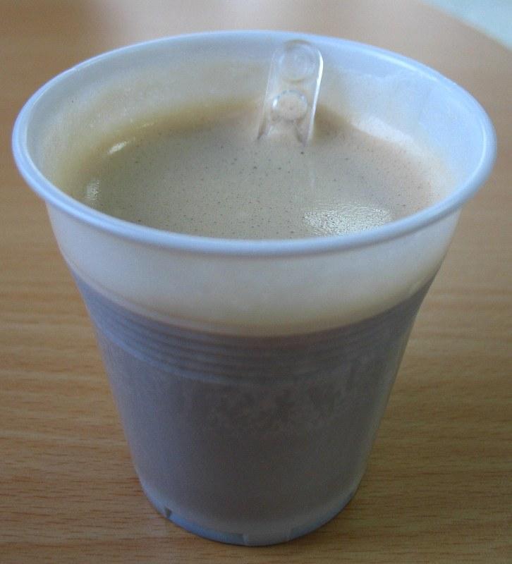Os 10 Mitos do Vinil - Página 3 Plastic-cup-with-coffee1815