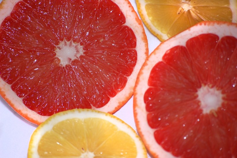 Slices of red grapefruit and lemon