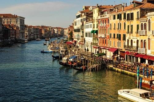 Grand canal gondola parking