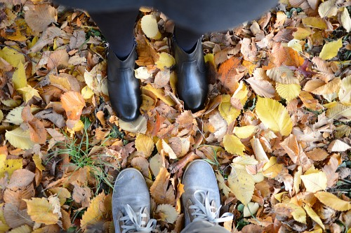 Man woman hug feet leaves autumn
