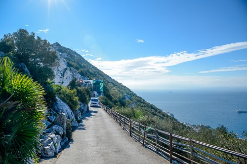 Tourist van Gibraltar rock