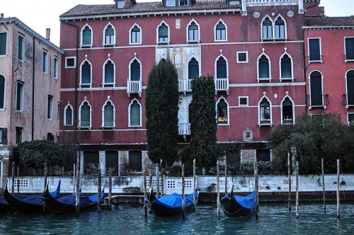 Venezian palace and gondolas