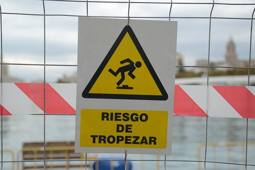 Warning sign on fence spanish