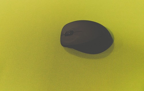 Wireless mouse on textile surface