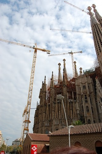 Free photos: Construction site with cranes near Sagrada Familia