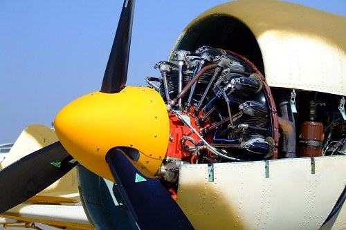 Propeller aircraft engine nacelle