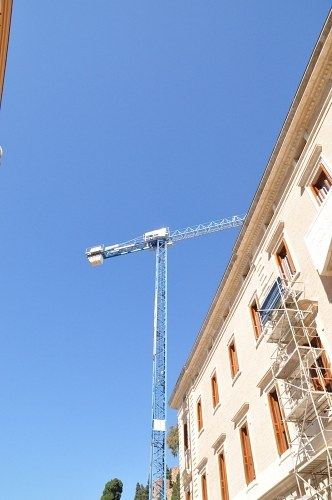Free photos: Crane next to a building in construction