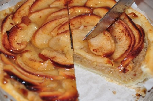 Cut apple pie