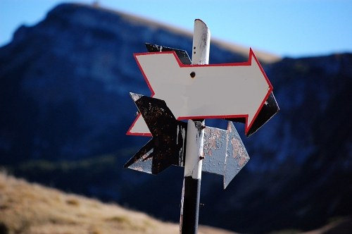 Indicator arrows in the mountains