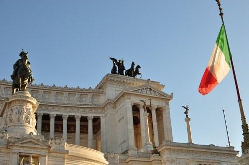 Italian flag in from of Altare della Patria