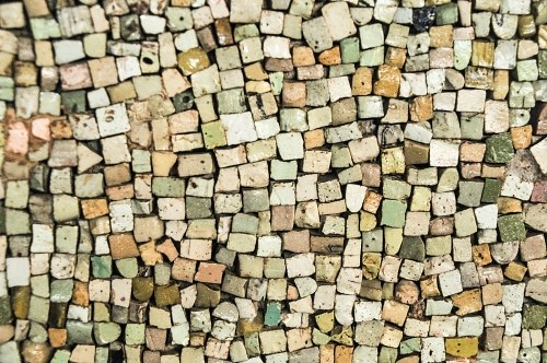 Multicolor tiled stones