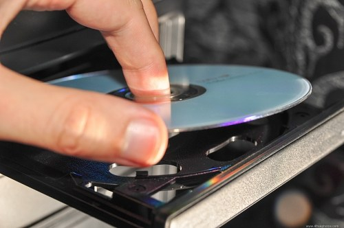 Placing dvd in drive