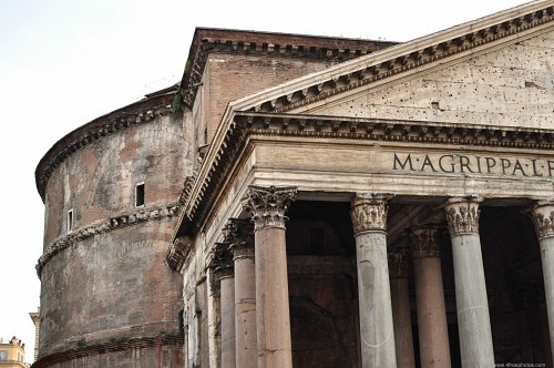 Roman Pantheon building