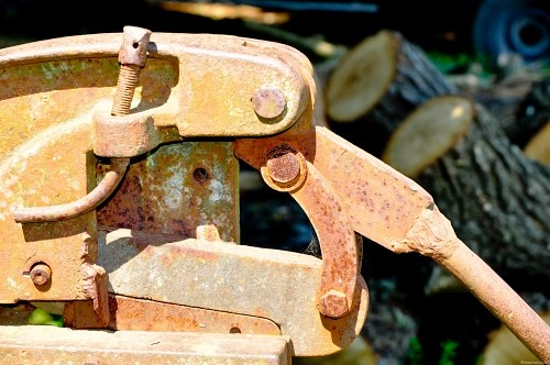 Free photos: Rusty vice