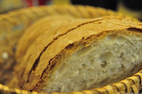 Sliced bread basked