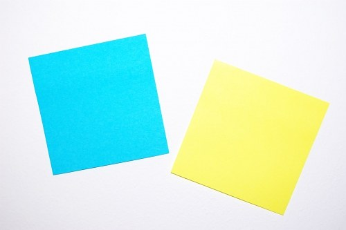 Free photos: Bianco e blu post-it sul muro