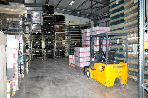 Inwarehouse amarelo do forklift