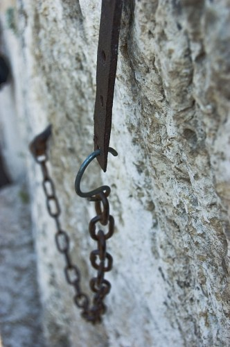 Free photos: Chain in the wall