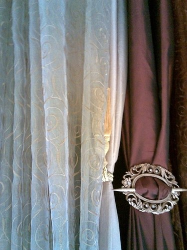 Curtain clamp